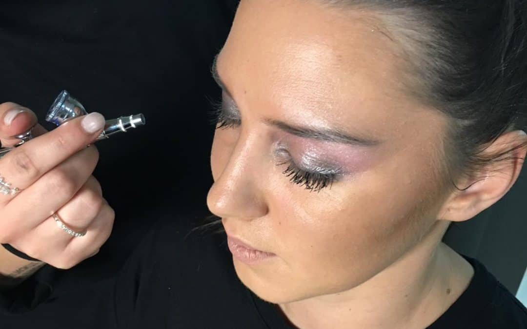 Salonschulung Airbrush Make-up mit Airbase Tages/Abend Make-up mit Nouba Kosmetik